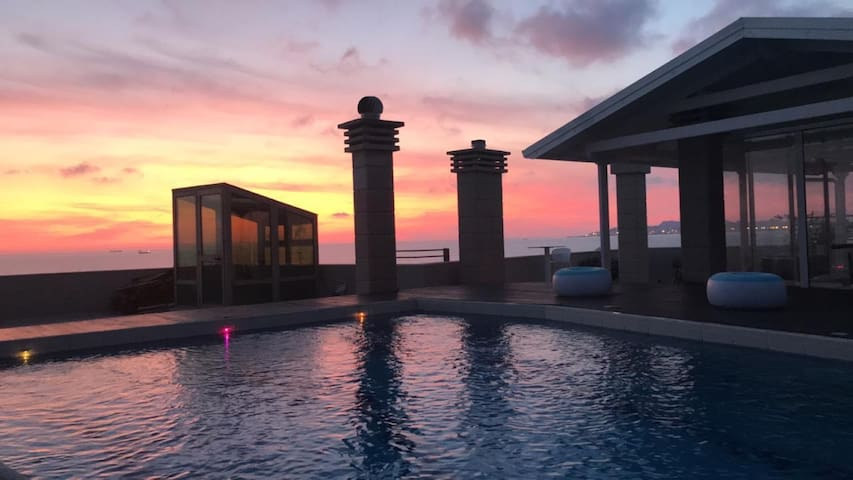 Fantastic View of the coast and A PRIVATE POOL !!
