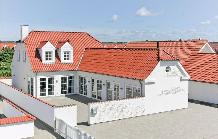 Holiday cottage with 6 bedrooms on 210m² in Blokhus