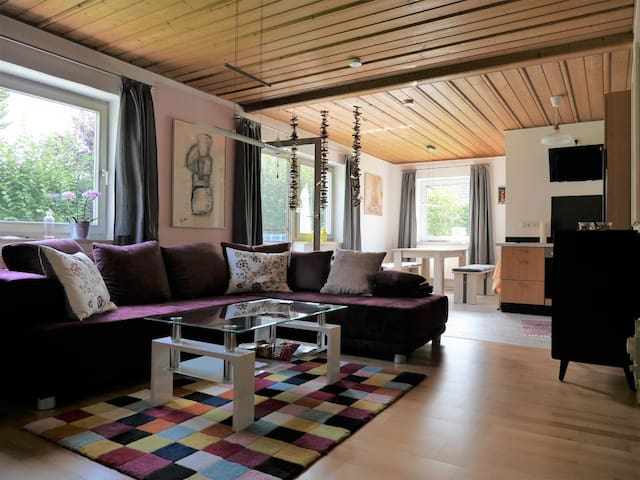 FeWo KeDo (Neukirchen vorm Wald), Ferienwohnung (90qm) mit moderner, geräumiger Wohnküche