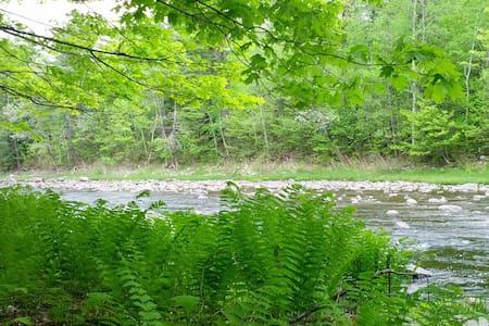 Les pieds dans la rivière. - Lamartine - Lomamökki
