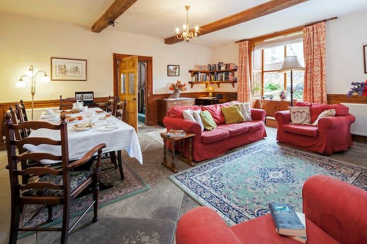 Uppergate Farmhouse Apartment