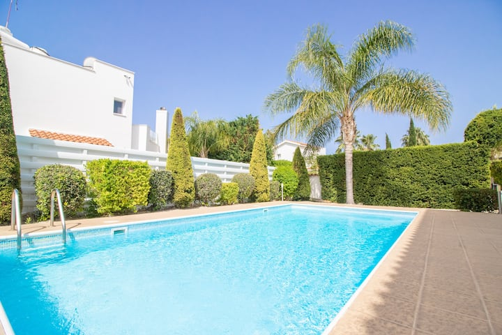 Fortuna 3bdrm villa with private pool by the beach
