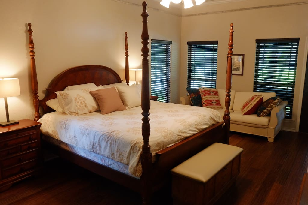 Master bedroom with twin day bed