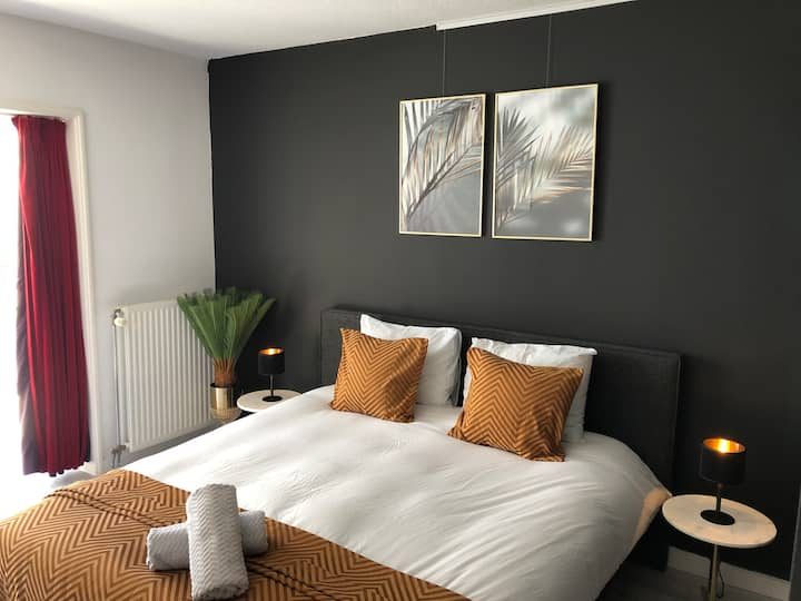 Luxurious Center 2 bed suite near Central Station