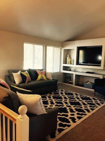 Newly Furnished home great location - Orem - House