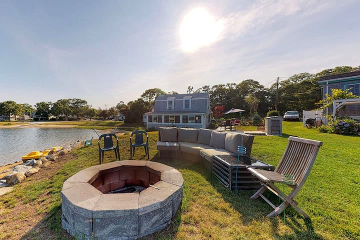 NEW LISTING! Waterfront home w/ firepit, kayaks & lovely view - dogs OK!