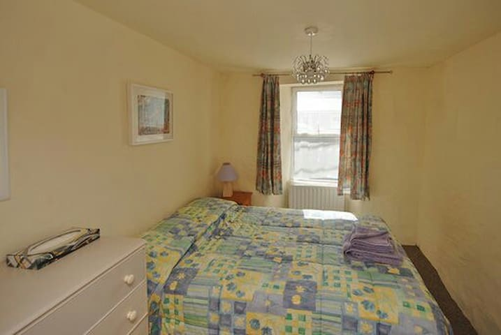 Beautiful Double Bedroom in Durrus Village