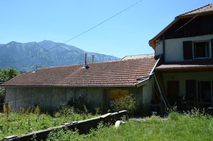 Chambres au calme au pied du Mont-Aiguille - Chichilianne - House