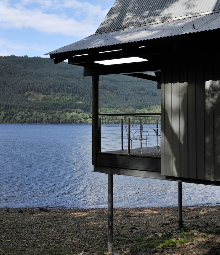 Dipper, luxury boathouse on shores of Loch Tay