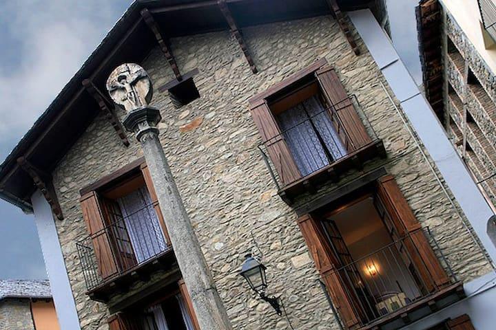 Casa l'Oficial - Esterri d'Àneu - Casa