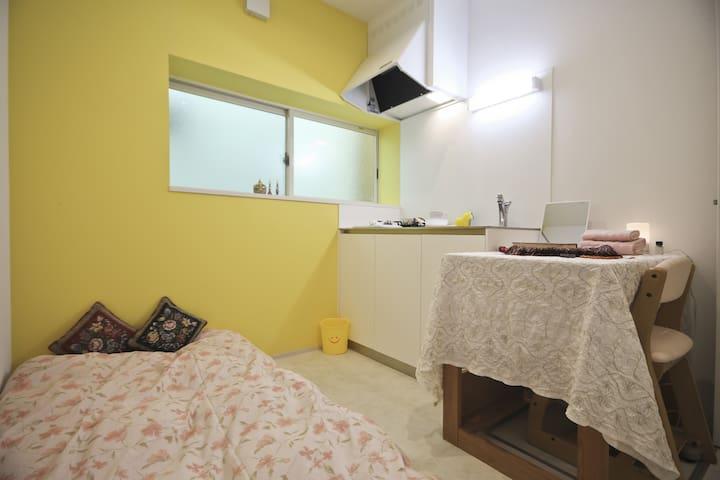 Yellow room, Otsuka, Ikebukuro, Tokyo. Privacy