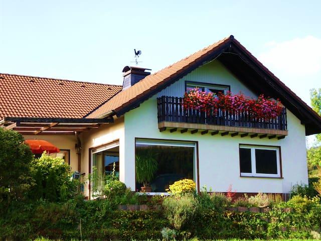 **** Traumferienwohnung am Ortsrand mit 2 Balkonen - Eslohe (Sauerland) - Otros