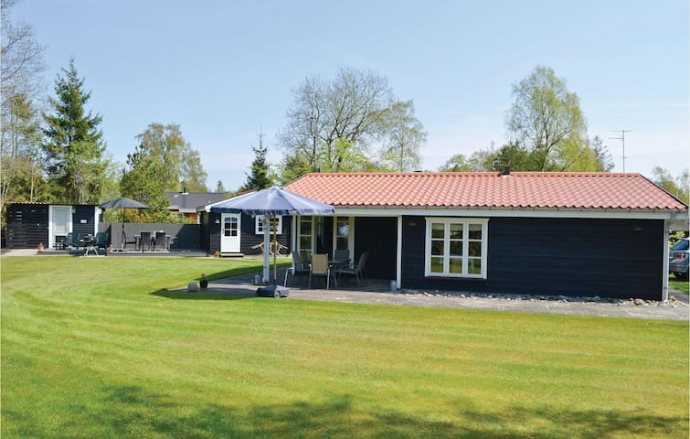 Holiday cottage with 2 bedrooms on 72m² in Væggerløse