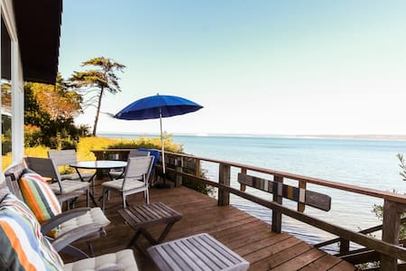 Peace, tranquility, beach access, and gorgeous waterfront views - dogs OK