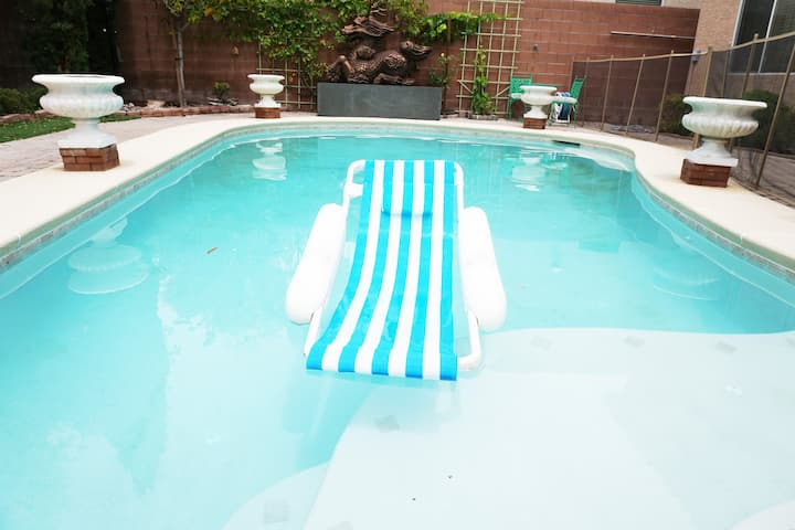 Luxurious Las Vegas Oasis Pool 4bd 3bath !