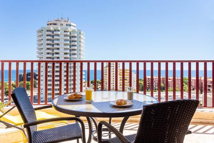 BeHappy OCEAN VIEW 🐬 Modern Apt w/Terrace Beds 😎