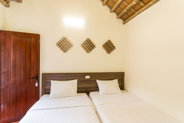 Amira homestay, TWIN room with garden view