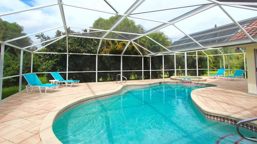 Beautifully Floridian Pool/Spa Home - Lehigh Acres - Ház