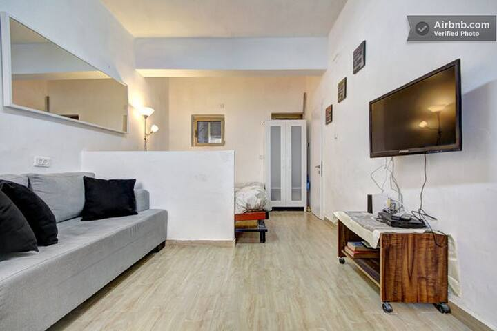 NATURALLY LIT AND SPACIOUS STUDIO APARTMENT - Jerusalem