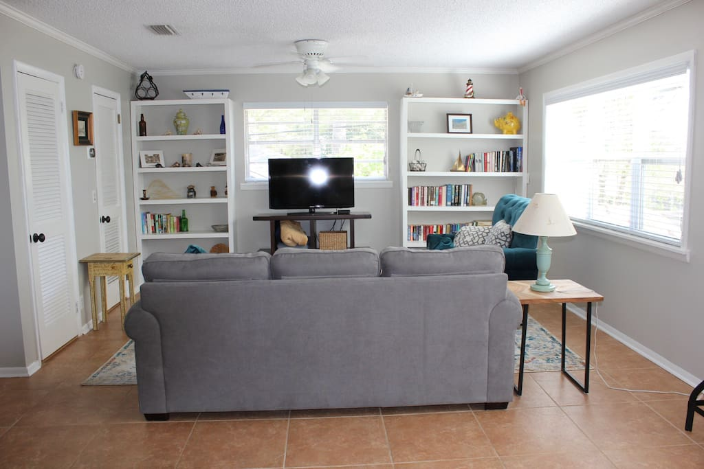 Living room, queen sleeper sofa, 42 inch TV comcast cable and internet