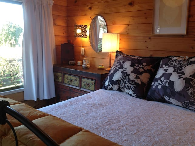 Cosy double bed .Attractive room with oriental feel.