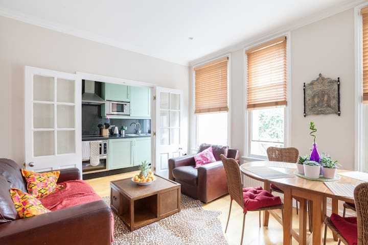 bright and breezy Chelsea 2 bedroom flat