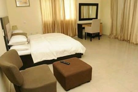 Gorgeous Room with Pool @ Lekki - Bed & Breakfast