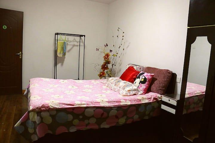 近老火车站王杰中学附近温馨特惠公寓,可洗衣做饭,免费停车。