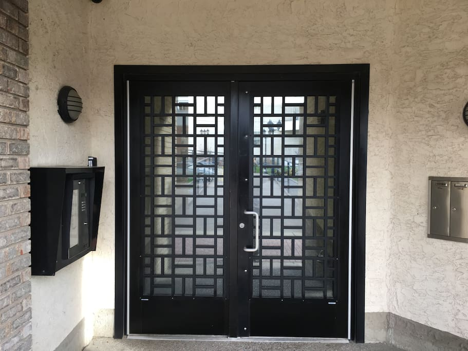 The front door leading into the secure inner courtyard. The fobpad is located on the right side of the keypad box