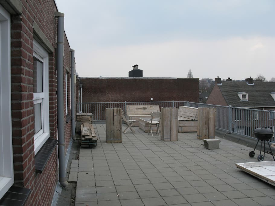 Huge (shared) roofterrace.
