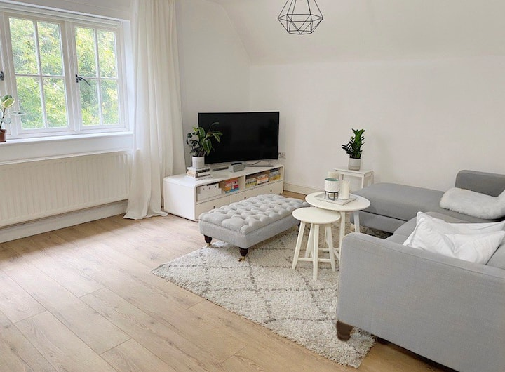 Cosy bedroom in luxury minimalist home in Thame
