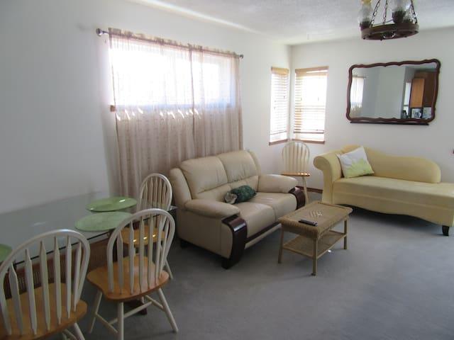 1 Bedroom suite in North Vancouver - North Vancouver - Dom