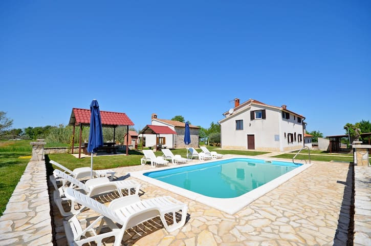 One bedroom House, in the countryside in Lasici, Outdoor pool