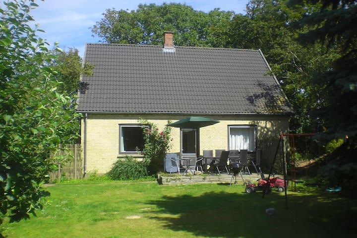 Fredelig beliggende, stor have, Møn - Askeby - Casa