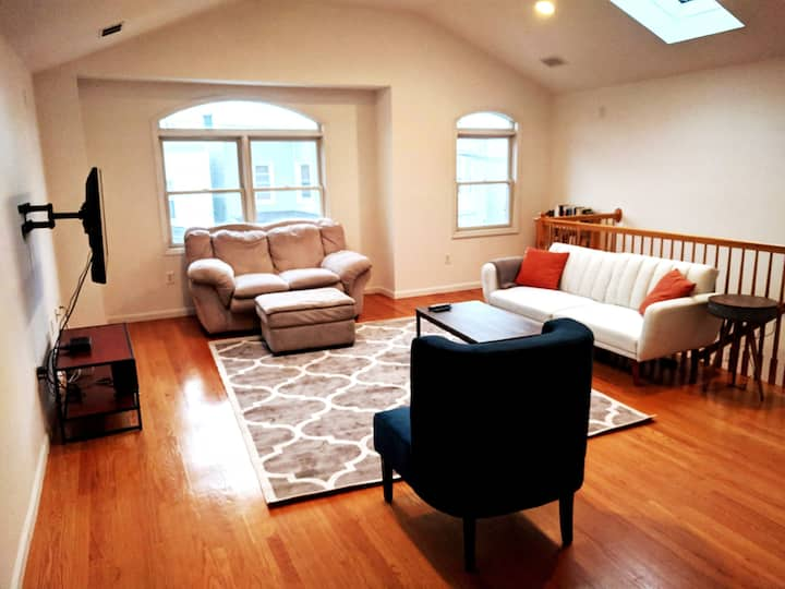Charming 3BR Apt, Only 20 Minutes to Time Square!