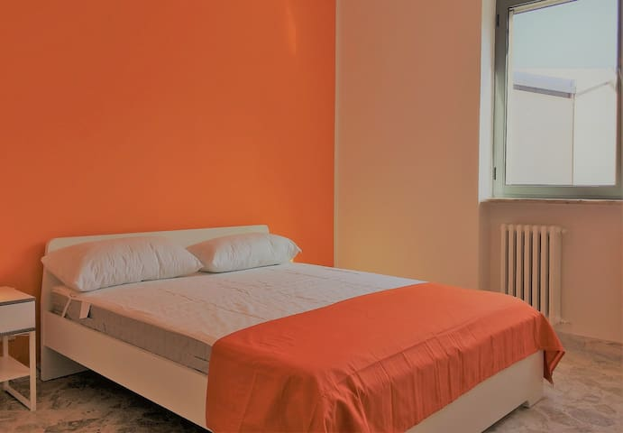 E33/2R1-Bright and lovely room in center of Bari