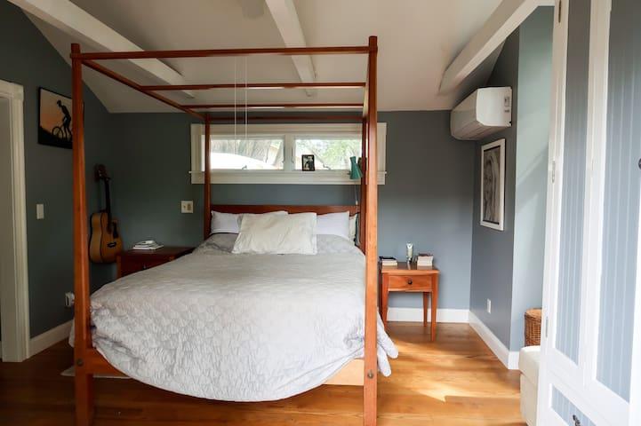 Spacious Master Bedroom w/ Private Entrance & Bath