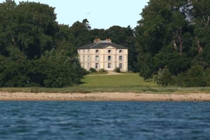 Grande maison sur la mer
