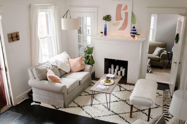 Trendy, Cozy home minutes from F&M and downtown!