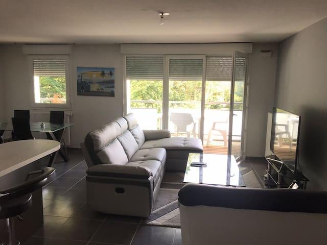 Chambre dans une résidence sécurisée et équipée