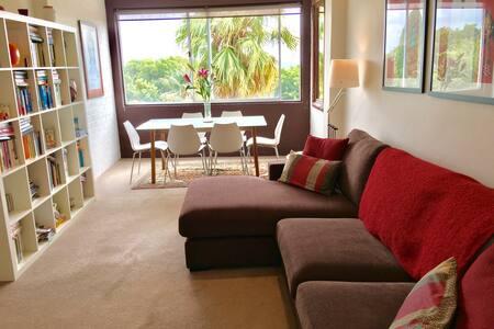 Beautiful 1 bedroom Art Deco flat with views - Bellevue Hill
