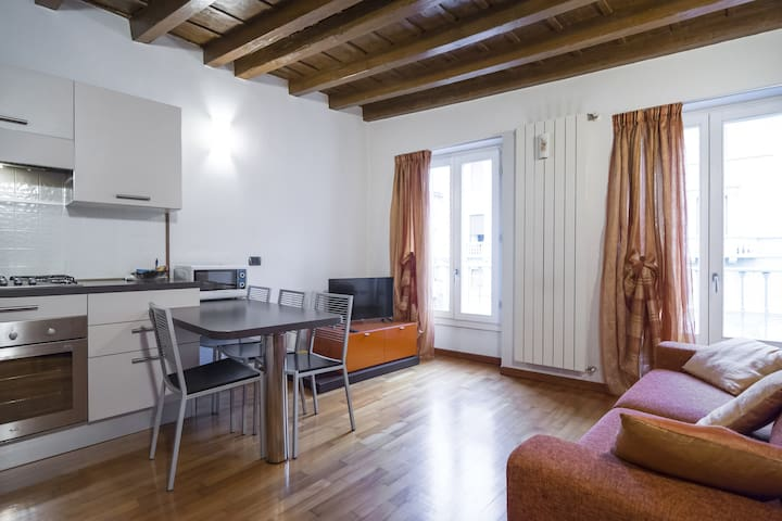 Central, quiet and just 5 minutes from the station - Bergamo - Wohnung