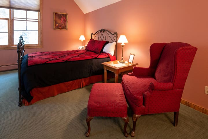 JonaGold Room at Apple Orchard Inn