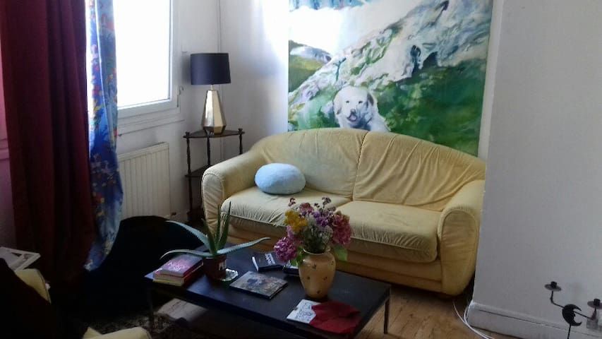 BIG ROOM/LIVING ROOM FOR RENT IN THE CENTRE VILLE