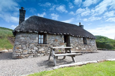 Tigh Phadraig - Mary's Thatched Cottages