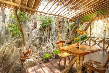 CED Pension Room #4 - Bahay Kubo Under Mountain - El Nido - Bed & Breakfast