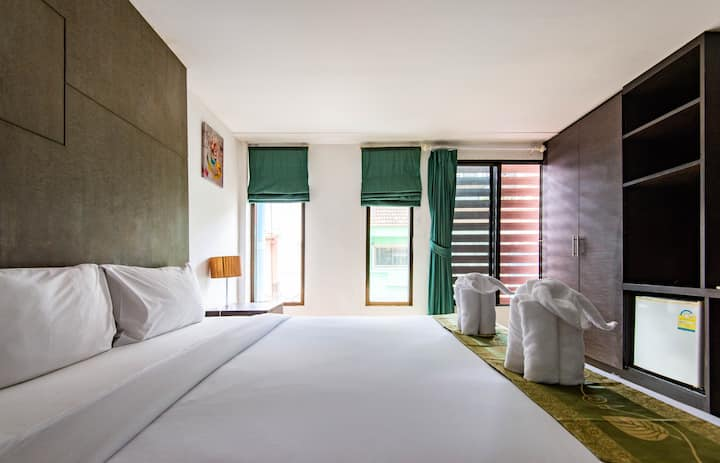 300M to Bar street &  beach - Standard King Room