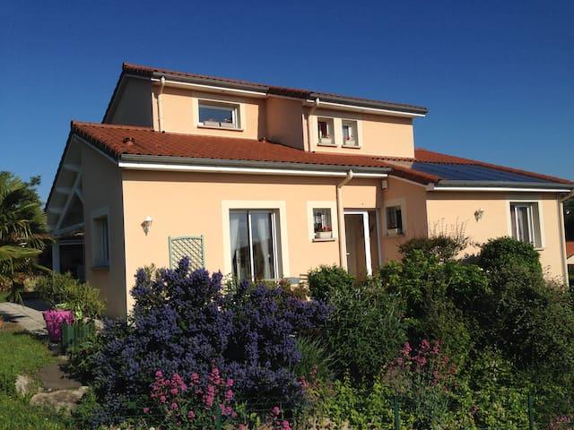 Calme et indépendance dans une maison récente