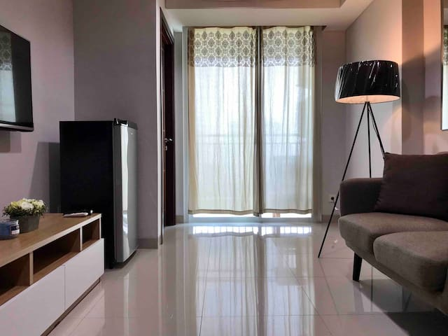 Modern 2 BR Apartment Near JIEXPO
