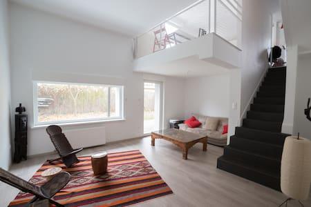 logement moderne, 110m2 à 15 min en tram du centre - Ostwald - Huis